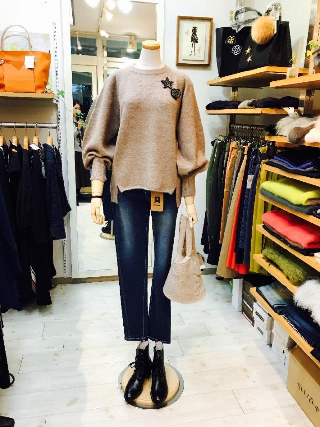 ふんわり袖の圧縮ウールセーター