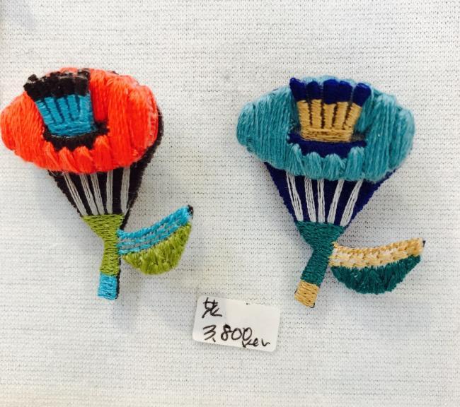 フラワー刺繍ブローチ